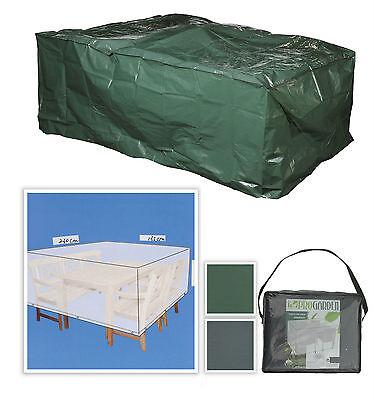 Wasserdichte Planen schützen die Möbel vor Wind und Wetter. (© fair-shopping)