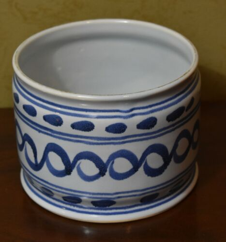 Williamsburg Delft Hand Painted Round Pottery Bowl Planter Blue and White