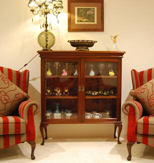 Queen Ann style Antique /Vintage Display/ Crystal/ China Cabinet Berwick Casey Area Preview