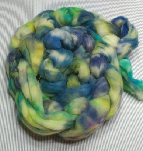 Superwash Wool Combed Top Roving Spinning Handpainted USA NWT Tree Frogs 8 oz