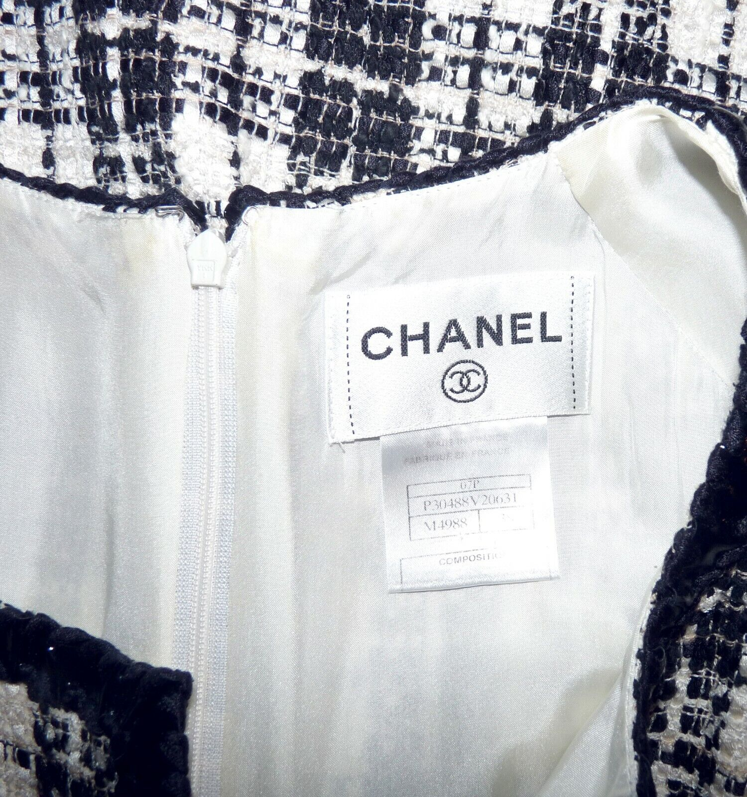 Chanel - robe tweed noire et ivoire broche camÉlia - chanel tweed dress
