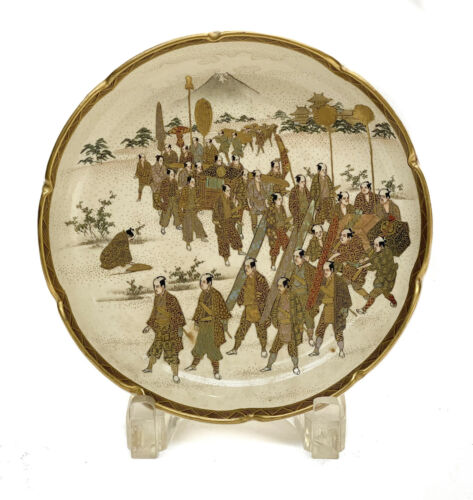 Japanese Satsuma Hand Painted Dish, Meiji Period. Warriors Marching