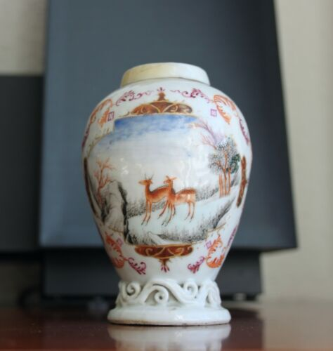 Antique 18 century Chinese tea caddy  export porcelain, Qianlong