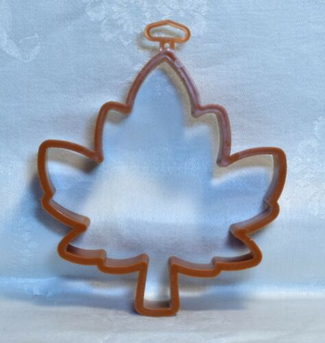 Hallmark Vintage Plastic Cookie Cutter - Open Maple Leaf Autumn Thanksgiving