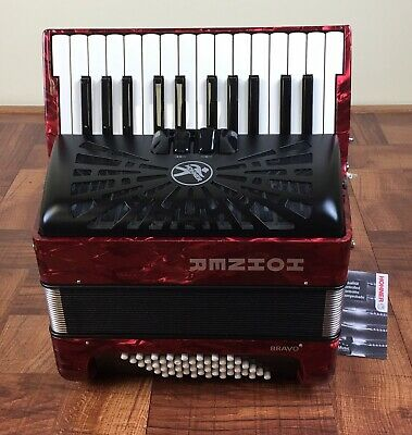 Hohner Bravo Piano Accordion Red 48 Bass 26 keys. Acordeón D 48 Bajos. Tono FBE