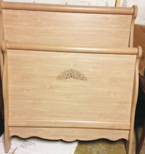 Twin bedroom set( immaculate condition )