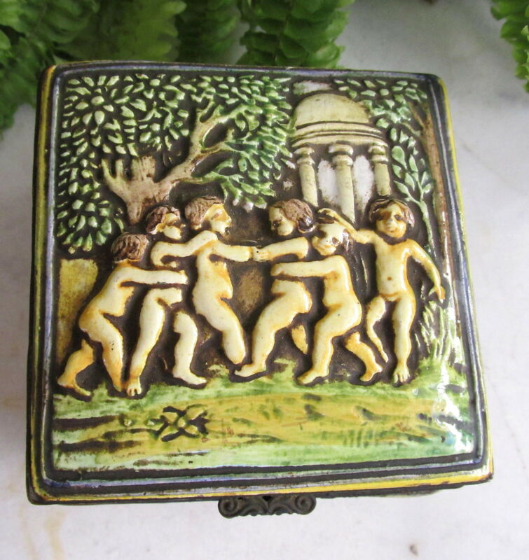 ANTIQUE CAPODIMONTE PORCELAIN TRINKET JEWELRY BOX W/ CHERUBS ~ PUTTI