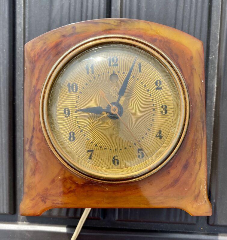 vintage General Electric Alarm Clock 7H86 Butterscoth Bakelite