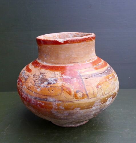 Nice Pre Columbian pottery vessel with a ornamental decor, Maya cult. Guatemala