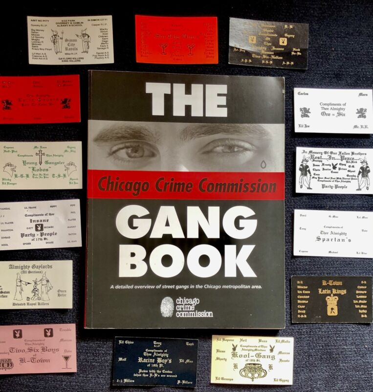 CHICAGO GANGS  BOOK WITH 14 RAISED LETTER COMPLIMENT CARDS!