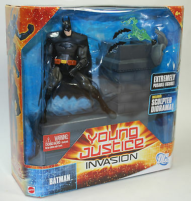 "DC Universe Young Justice Invasion Batman w Sculped Diorama 6"" W7719 Mattel"