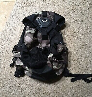 Oakley Icon Backpack, NWOT, Woodland/pink camo - NOS, laptop compartment