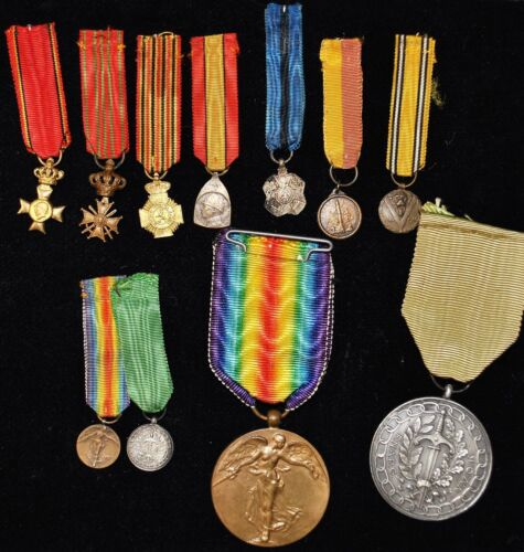 Lot of WWI & WWII Mini Medals / Full Size Medals
