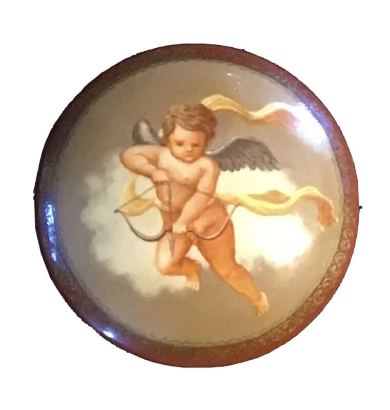 VINTAGE PICTORIAL LACQUERWARE WOOD BUTTON WITH CHERUB / CUPID