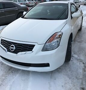Nissan Altima Coupe 2009 (2.5L, fog lights, cuir, et plus..)