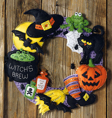 Bucilla Witch's Brew ~ Felt Halloween Wreath Kit #86563 Black Cat, Spiders, Bats](Halloween Kit Kat)