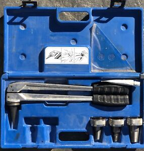 Plumbing expansion tool uponor