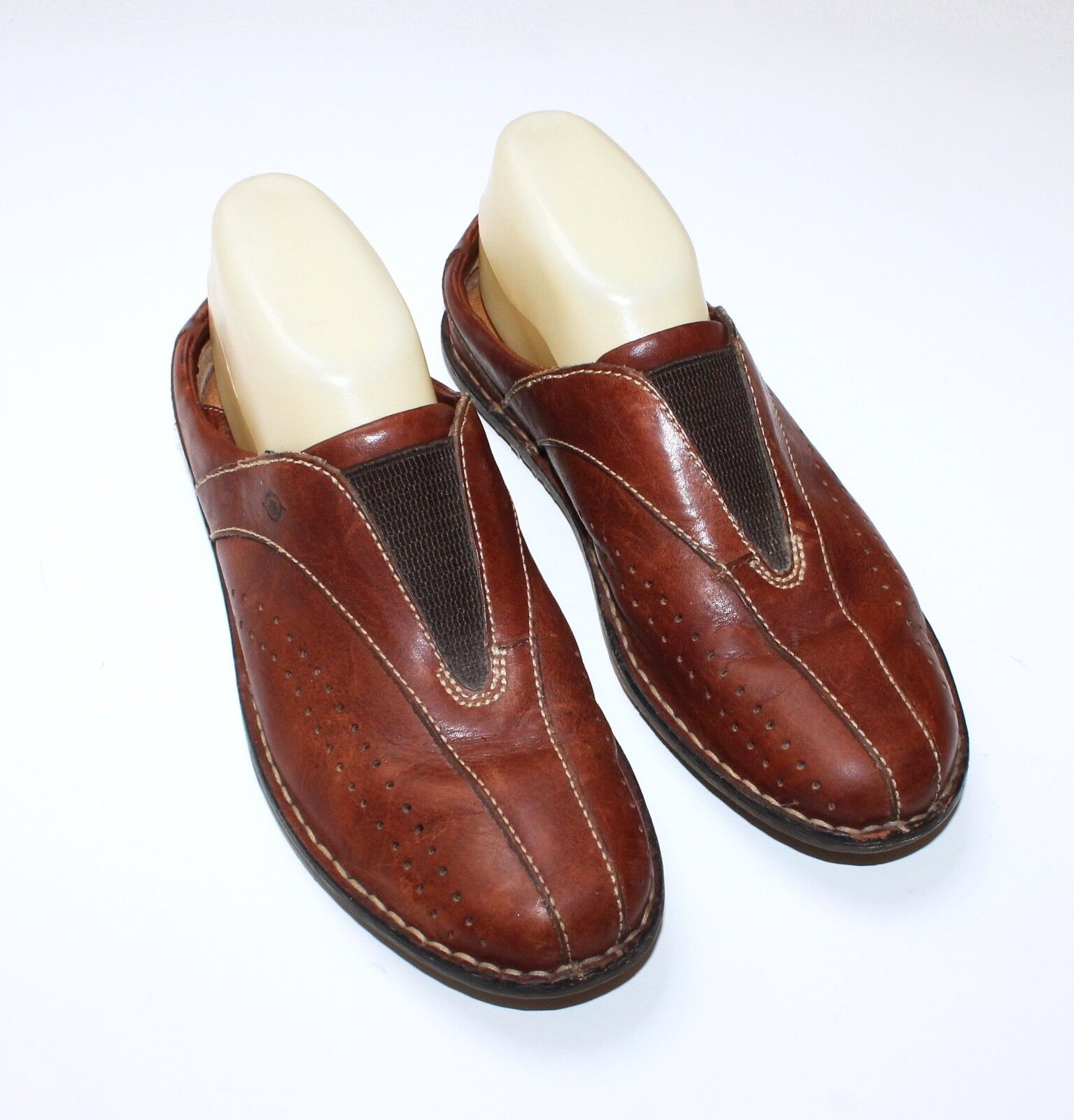 Ladies BORN Brown Leather Mules W7855 - Sz 8 M/W 39  - $12.99