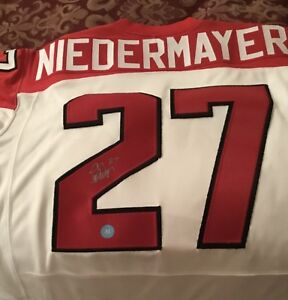 New autographed 2010 Team Canada Olympic Scott Niedermayer