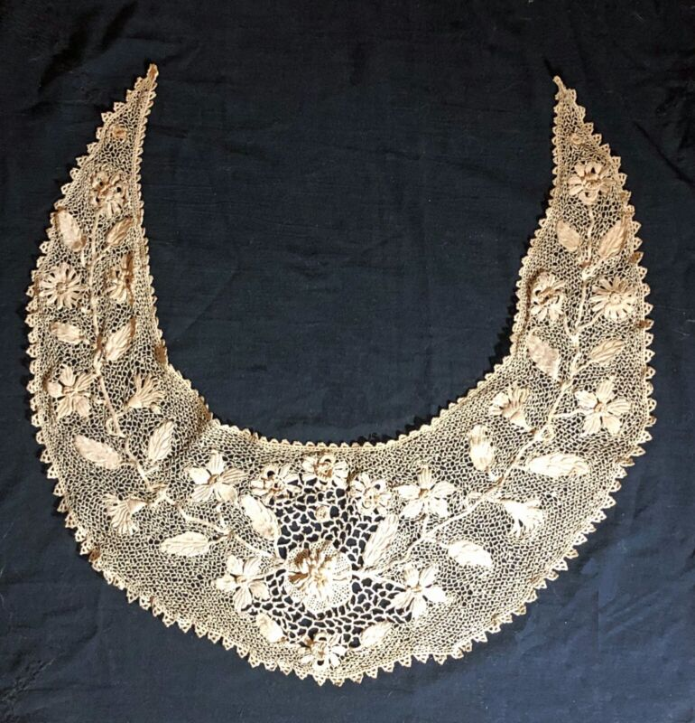Antique 19thc Irish crocheted lace collar, nice floral details, good condition