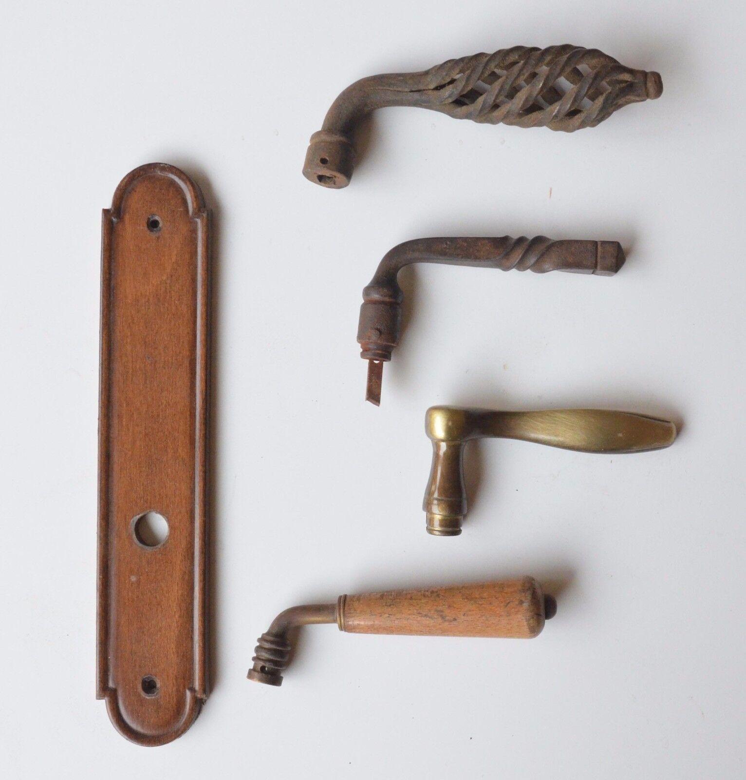 lot de poignées porte anciennes+ 1 plaque de propreté en bois