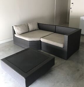 Outdoor modular chaise lounge setting