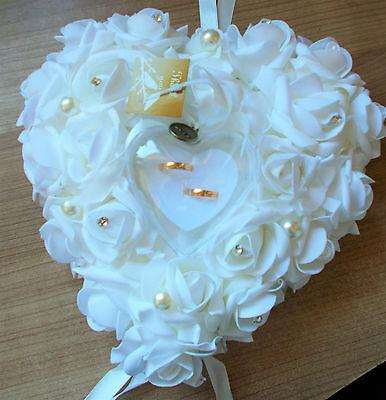Hochzeit Ringkissen Herzkissen Blumengesteck weiße Rosen Strass