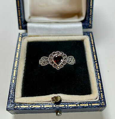 BEAUTIFUL STERLING SILVER MARCASITE GARNER HEART RING (Size P 1/2)