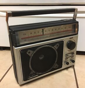 Vintage Realistic 12-650 Am Fm Radio from Radio Shack