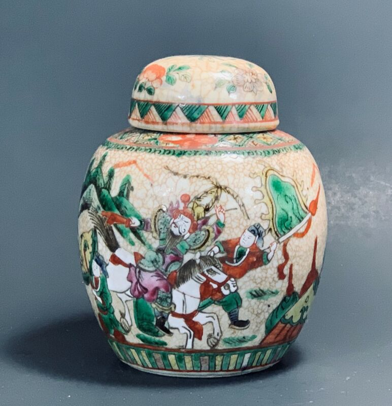 ANTIQUE CHINESE  PORCELAIN COVERED GINGER JAR - WITH WAR FIGHTING SCENE