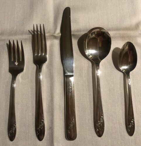 5 Piece Place Setting - Queen Bess II By Tudor Plate / Oneida - Silverplate