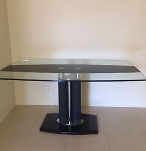 Glass Top Dining Table L1600mm x W900mm x H745mm. Great Condition