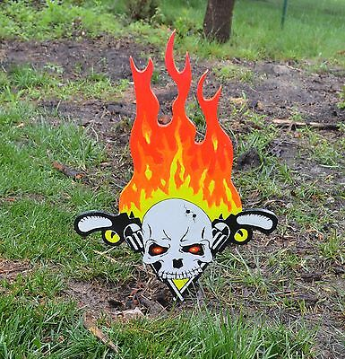 Yard Art Halloween Decorations (lawn art scull with guns and fire yard decorations nice for halloween Keep)