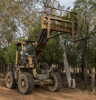 FORKLIFT/LOADER - ALL TERRAIN 4 X 4