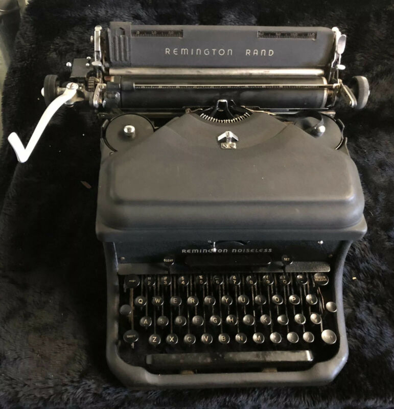 1947 Remington Rand Model 10 Noiseless Typewriter SN- X628773