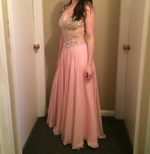 PROM DRESS WANT TO SELL ASAP ($200)