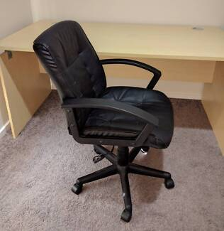 solid wood desk and office chair perfect for home office