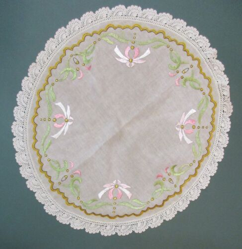 ARTS AND CRAFT LINEN WITH EMBROIDERED DESIGN