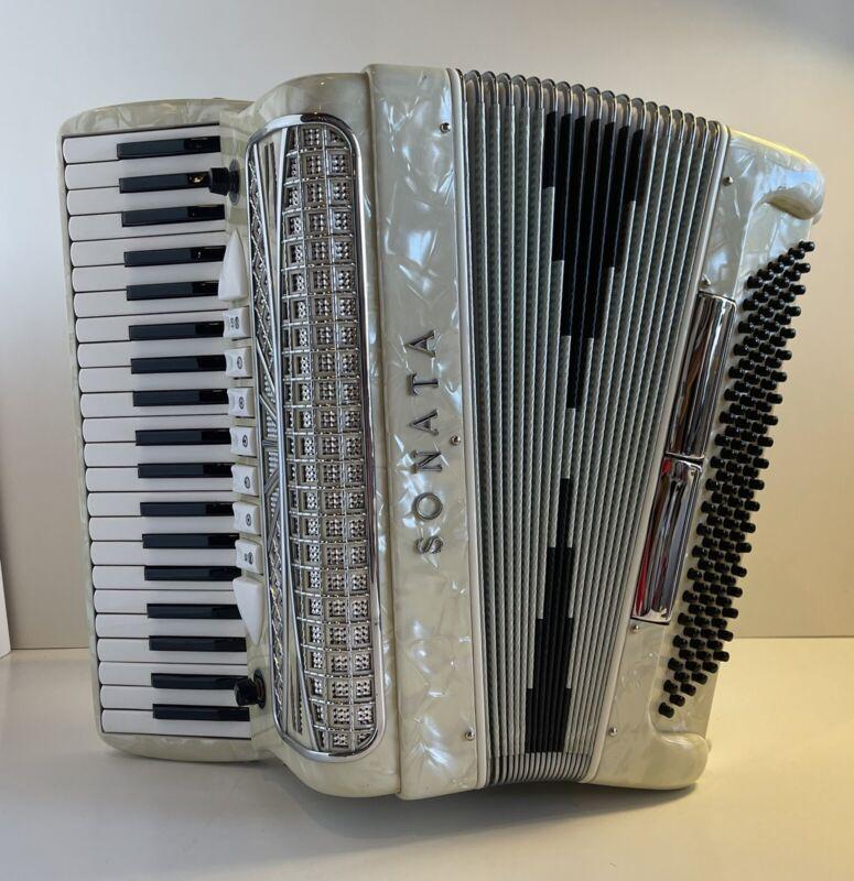 Sonata Accordion Piano Accordion 41 Key & 120-Bass White Pearl w/Case *Excellent