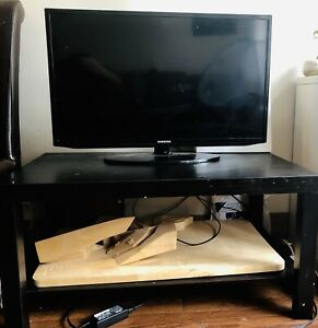 1080 Samsung 32 inch Smart LED HD with a free TV table