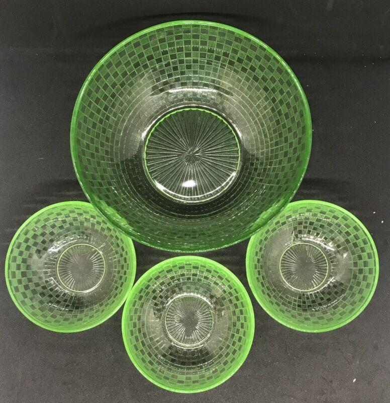 VINTAGE HAZEL ATLAS CHECKERS CHECKERBOARD 4-PIECE  URANIUM GLASS BERRY BOWL SET