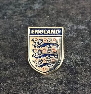 ENGLAND FOOTBALL FA ENAMEL PIN BADGE | FIFA WORLD CUP GOLD DESIGN | THREE LIONS