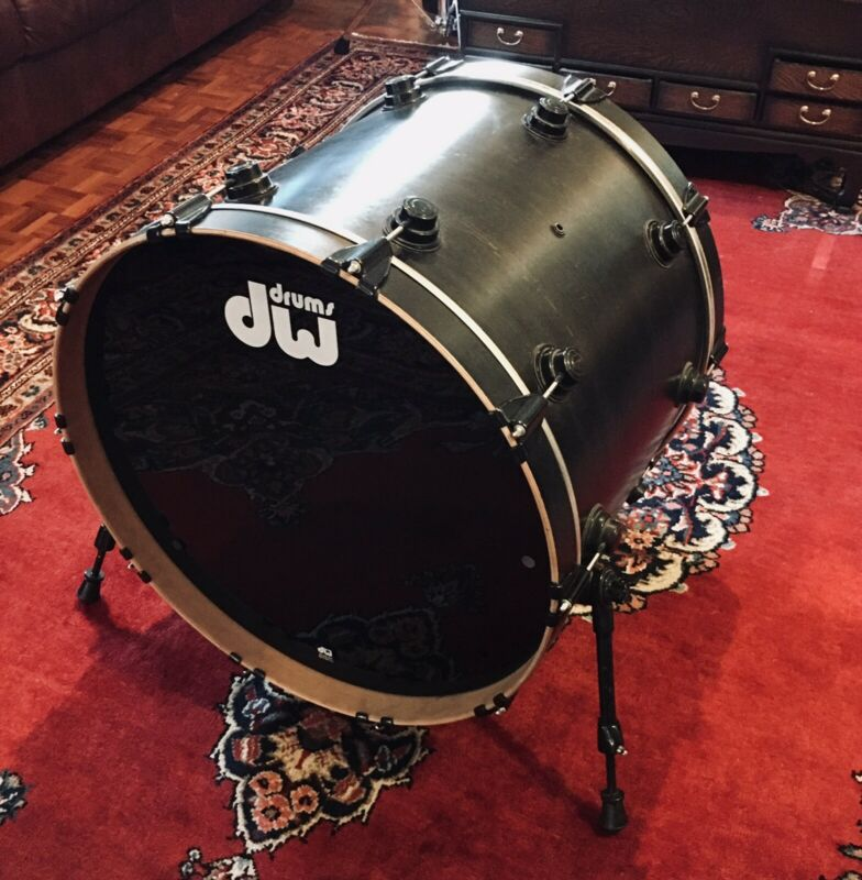 "DW Collector's Series Ebony Satin Oil Maple 22"" Bass Drum"