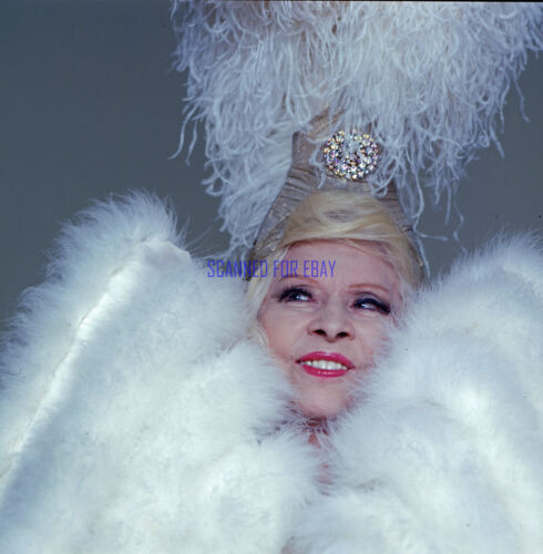 SEXTETTE MAE WEST ULTRA RARE GLAMOUR PHOTO FROM 1978 SEX FARCE