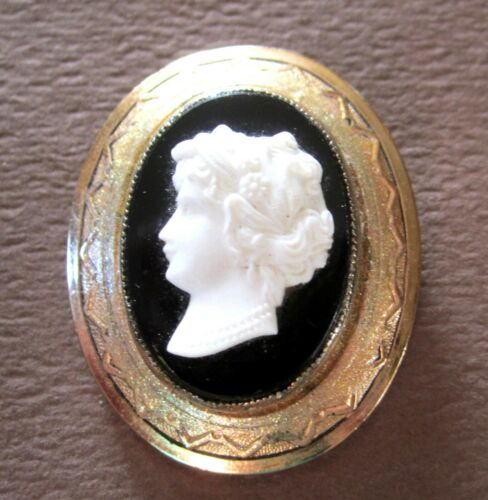 """FABULOUS LATE VICTORIAN CAMEO PIN BLACK GLASS & FROSTED LADY IN 3D big 1 3/4"""""""