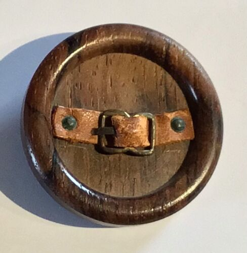 VINTAGE PICTORIAL WOOD BUTTON WITH LEATHER BELT AND METAL BUCKLE