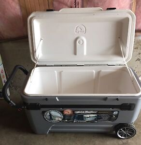 Igloo 104q (110L) 6 day cooler with wheels