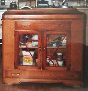vaisselier ,meuble radio ,commode