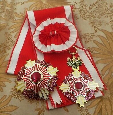 JAPANESE GRAND CORDON OF THE  ORDER OF THE PAULOWNIA FLOWER One set with SASH