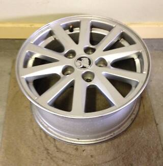 SET of 4 - VF HOLDEN 16 X 7 RIMS & CENTRES Tuncurry Great Lakes Area Preview